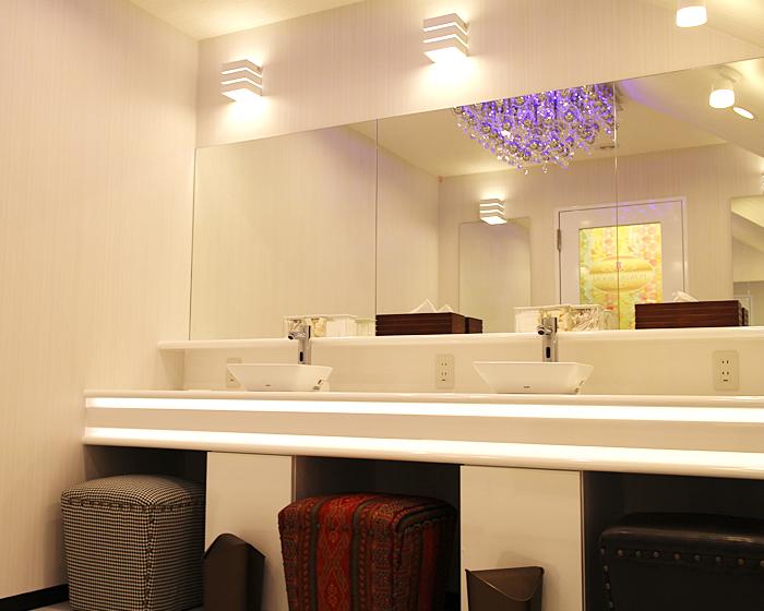 Comwall Design Decals : マンボーの長期滞在向け完全個室型ネットルーム